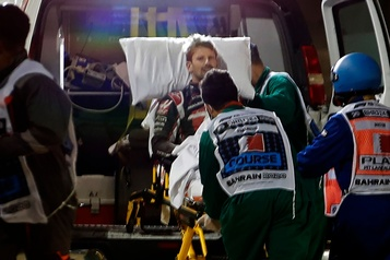 L'accident de Romain Grosjean vu de la voiture médicale)