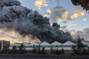 Important incendie dans une usine de Bombardier à Belfast)