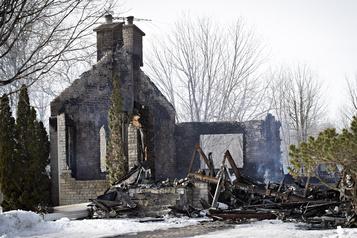 La maison de la Reine de Kanesatake s'envole en fumée
