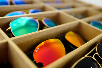 Facebook veut lancer des lunettes Ray-Ban intelligentes)
