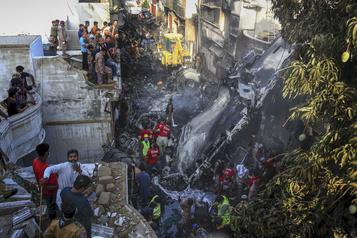 Écrasement d'avion au Pakistan: la deuxième boîte noire retrouvée)
