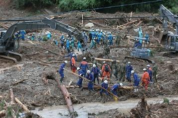 Inondations meurtrières au Japon: les secours retardés, le bilan humain s'alourdit)