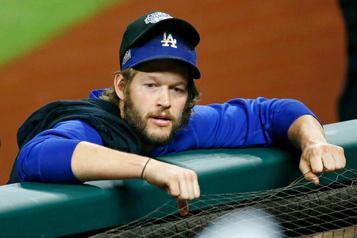 Maux de dos Le lanceur partant Clayton Kershaw rayé de la formation des Dodgers)