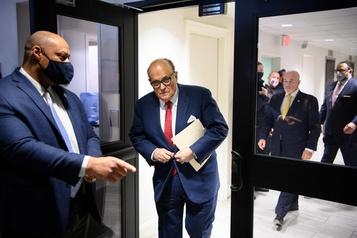 La réputation de Rudy Giuliani ternie par ses liens avec Trump)