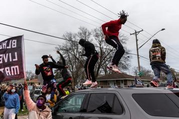 Couvre-feu à Minneapolis Biden appelle au calme après la mort d'un jeune homme noir )