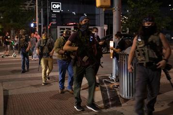 Le risque d'affrontements entre groupes extrémistes inquiète le FBI)
