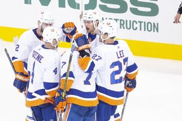 Les Islanders se qualifient avec un gain de 5-1)
