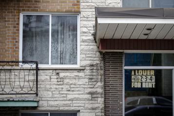 Encore plus de ménages à la rue en août, craint Montréal)