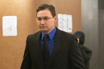 En plein procès Trois policiers ont «intimidé» une victime d'agression sexuelle)