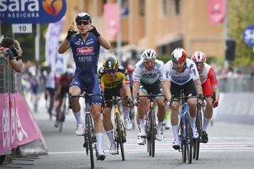 Tour d'Italie Victoire de Tim Merlier, étape «tranquille» pour l'équipe d'Antoine Duchesne)