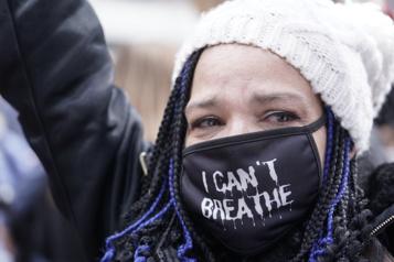 Derek Chauvin déclaré coupable Cris de joie et pleurs de soulagement devant le tribunal de Minneapolis)