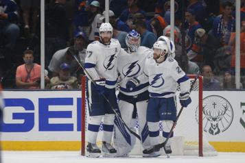 Demi-finale Le Lightning prend les devants dans la série en défaisant les Islanders2-1)