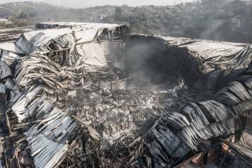 Émeutes en Afrique du Sud Les usines ravagées ne sont plus que cendres)