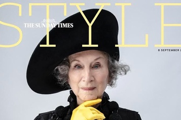Margaret Atwood, cover-girl du Sunday Times Style