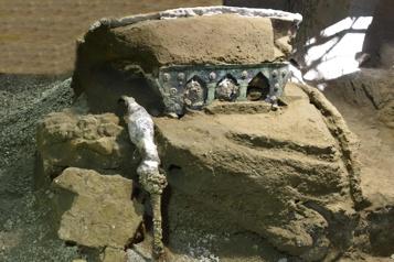 Découverte d'un char de cérémonie intact à Pompéi)