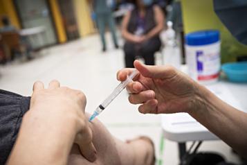Restrictions sur l'exportation de vaccins d'Europe Ottawa s'en sauvera, affirme JustinTrudeau)