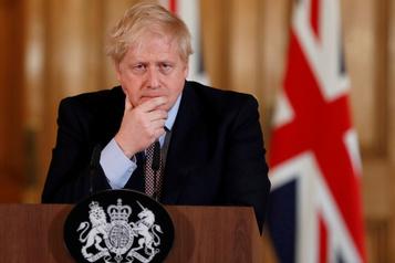 COVID-19: la condition de Boris Johnson continue de s'améliorer