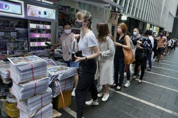HongKong Les lecteurs s'arrachent la dernière édition du Apple Daily)