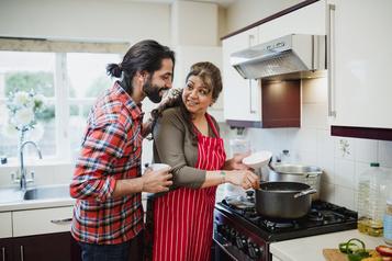 Plus de la moitié des jeunes adultes américains habitent chez leurs parents)