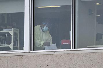 Demandeurs d'asile: Ottawa régularisera le statut des anges gardiens)