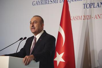 Lâchée par les États-Unis, la Turquie sur la sellette à l'OTAN)