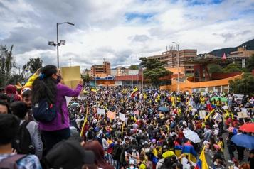 Colombie Des manifestations contre la répression policière tournent au chaos)