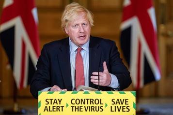 Le Royaume-Uni prévoit de rouvrir lescommerces en juin)