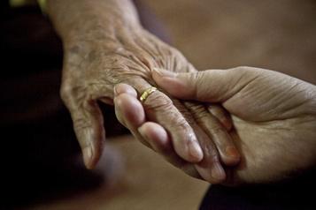 Pressions spirituelles sur des patients: un dossier de LaPresse fait réagir