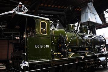 L'Orient Express arrive à Singapour pour y être exposé)