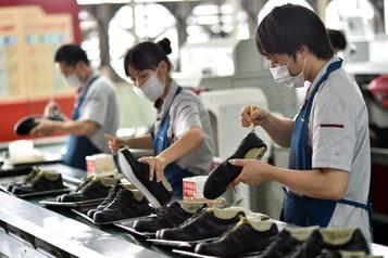 L'activité manufacturière en Chine tombe à un plus bas historique en février