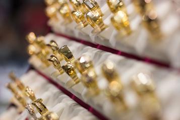 Un bijoutier montréalais reconnaît avoir volé les bijoux de ses clients )