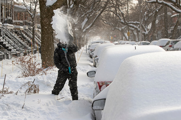 Neige dans le sud du Québec: chaussées glissantes et vols annulés
