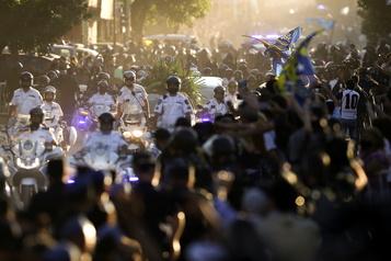 Dans l'émoi et la passion, l'Argentine a dit adieu à Diego Maradona)