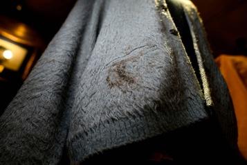 Un gilet troué en laine de Kurt Cobain aux enchères