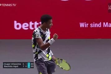 Auger-Aliassime atteint la finale à Cologne)