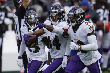 Les Ravens allongent 99millions et gardent Marlon Humphrey jusqu'en 2026)