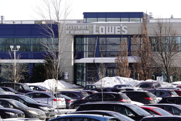 Lowe's licencie… et recrute )