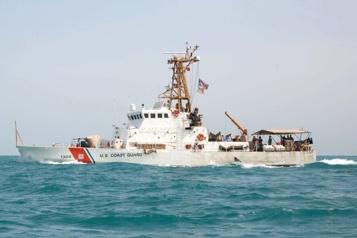 Détroit d'Ormuz Coups de semonce de la marine américaine contre des navires iraniens)