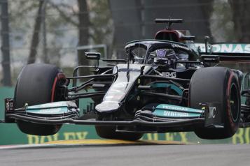 Grand Prix d'Émilie-Romagne Lewis Hamilton obtient la 99epole de sa carrière)