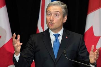 Les Canadiens méritent des réponses, dit le ministre Champagne