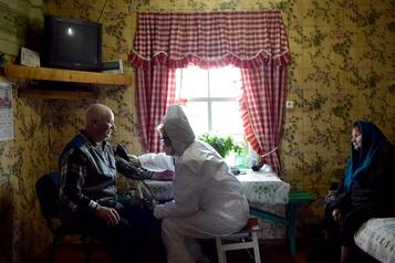 COVID-19: risques de décès multipliés par deux pour ceux souffrant d'hypertension )