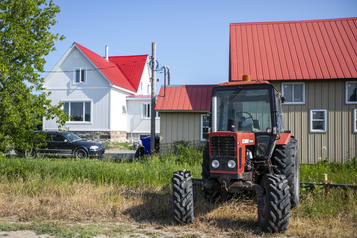 Trois enfants tués dans un accident de tracteur en Montérégie)