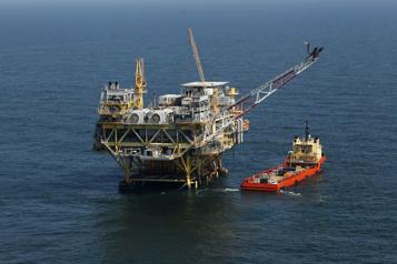 Le pétrole poursuit sa progression)