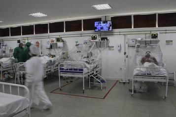 Le bilan de la pandémie dans le monde: plus de 357 000 morts)