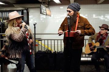 Alanis Morissette chante incognito dans lemétro