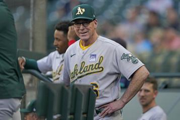 Athletics Le gérant Bob Melvinà Oakland un an de plus)