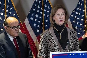 L'équipe Trump cesse de travailler avec une avocate controversée)