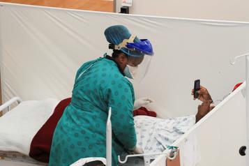 COVID-19 en Afrique du Sud: hausse de 60% du nombre de décès)