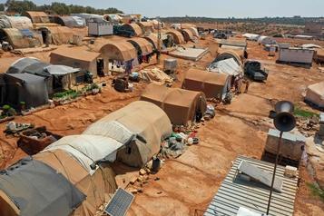 L'ONU réactive l'aide transfrontalière en Syrie en la réduisant)