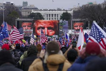 Les partisans d'extrême droite de Trump se réorganisent)